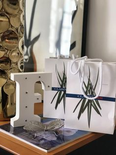 We are already in preparation for our 3rd Anniversary party and the gifts for our guests have already arrived !!! We have the support of @clarinsofficial with the perfect gift gift for our guests! Until then we will unveil everything about our Event ...