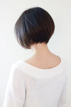 Deep Brunette bob, love it. Trending Hairstyles, Hairstyles Haircuts, Cool Hairstyles, Brunette Bob, Short Bob Haircuts, Asian Bob Haircut, Asian Hair, Fine Hair, Short Hair Cuts
