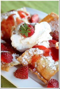 Dessert Nachos ~ f Fried Lasagna noodle & Strawberry nachos with whipped cream Just Desserts, Delicious Desserts, Dessert Recipes, Yummy Food, Tart Recipes, Fried Lasagna, Lasagna Noodles, Pasta Lasagna, Pasta Noodles