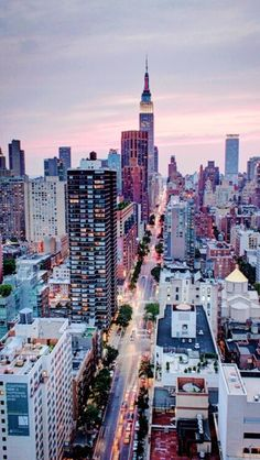 I want to visit New York City one day in the future. I would never want to live there, just take a tour. NYC New York City Travel Honeymoon Backpack Backpacking Vacation Horizon New York, Aloita Resort, Skyline Von New York, Places To Travel, Places To Visit, Magic Places, Ville New York, City Wallpaper, Winter Wallpaper