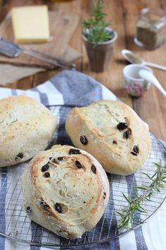 Panecillos de hierbas y queso gruyer. http://historiasdesabor.blogspot.com.es/2014/11/panecillos-de-hierbas-y-queso-gruyer.html