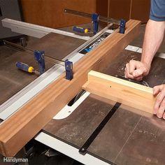 Woodworking Designs Sacrificial Table Saw Fence - Woodworking jigs ensure that cuts are straight, holes are plumb and parts are square - among other things. Jigs are worth the time it takes. Kids Woodworking Projects, Woodworking Saws, Woodworking Furniture Plans, Woodworking Patterns, Woodworking Techniques, Wood Projects, Carpentry Tools, Woodworking Classes, Woodworking Beginner