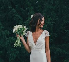 Marine et sa robe unique sur mesure, beautés époustouflantes qui nous font oublier le froid de ce matin. Photo incroyable de Vogue Photography #lauredesagazan #robesurmesure #atelierparisien #creationunique #madeinfrance #madeinParis #surmesure #boheme #weddingdress #dentelledeCalais #beaute #bonjouramour
