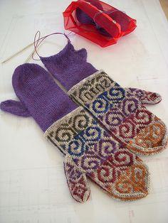 fiddlehead mittens! I LOVE looking at this pattern! I LOVE it!