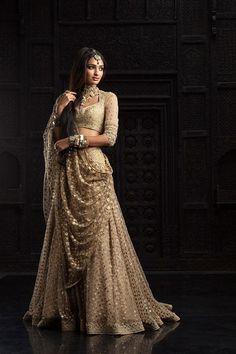 fashionduniya:   Tarun Tahiliani - The Golden Boutique