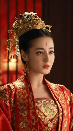 Beauty - is a combination of physical attractiveness, personality, culture, and intelligence that. Beautiful Chinese Girl, Pretty Woman, Peach Blossoms, China Girl, Chinese Clothing, Chinese Actress, Chinese Culture, Hanfu, Traditional Dresses
