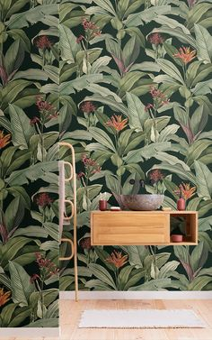 Introduce a more sophisticated take on tropical design to your space, with this exotic tropical wallpaper in green tones. Motif Tropical, Tropical Design, Tropical Pattern, Tropical Leaves, Tropical Plants, Tropical Wallpaper, Green Wallpaper, Modern Wallpaper, Pattern Wallpaper