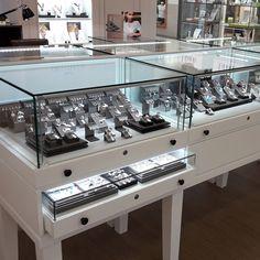 Http://Www.Com jewelry store design, jewellery display, jewe Jewelry Store Displays, Jewellery Shop Design, Jewellery Display, Jewelry Shop, Jewelry Stores, Layout, Jewelry Showcases, Shop Signs, Display Case