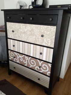 Tipico mueble del IKEA, forrado con diferentes telas