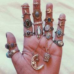 Boho Schmuck :: Ringe, Armband, Halskette, Ohrringe + Flash Tattoos :: For Gypsy … - Jewellry Storage Hipster Jewelry, Cute Jewelry, Boho Jewelry, Jewelry Box, Jewelry Accessories, Fashion Jewelry, Jewlery, Jewelry Rings, Boho Necklace