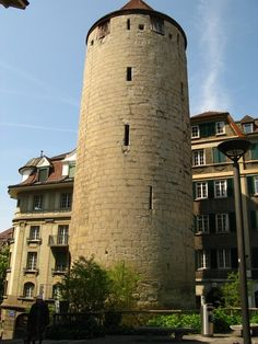 Tower on the Rue de l'Ale.