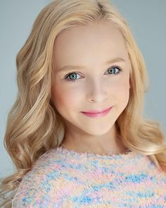 Image may contain: 1 person, closeup Kids Dance Photography, Art Photography Women, Dance Moms Minis, Dance Moms Season 8, Lilliana Ketchman, Maddie And Mackenzie, Cute Young Girl, Celebs, Celebrities