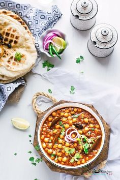 Amritsari Chole Masala ace delicacies of Punjabi cuisine. Amritsari Chole popular as Chole Bhature because Amritsari Chole often eaten with fried bread. Indian Dessert Recipes, Indian Recipes, Indian Snacks, Punjabi Cuisine, Cooking Curry, Desi Food, Indian Street Food, India Food, Food Photography