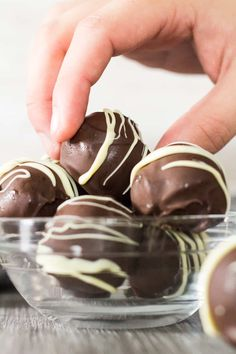 Easy Chocolate Truffles - These deliciously rich and fudgy chocolate truffles have a soft and creamy centre which are coated in a hard shell. The perfect decadent treat! Chocolate Truffles, Chocolate Recipes, Chocolate Brownies, Candy Recipes, Sweet Recipes, Chocolates, Fun Desserts, Dessert Recipes, Cheap Candy