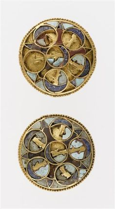 Pair of cloisonné decoration buttons decorated with six busts of the god Ahura Mazda in a disk - cornelian , gold (metal) , lapis lazuli , turquoise - 4th century BC. Achaemenid Persian period (Iran). DISCOVERY SITE: Susa.   Photo (C) RMN-Grand Palais (musée du Louvre) / Franck Raux