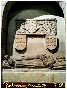 Zamora. Iglesia de San Juan de La Puerta Nueva. Bello enterramiento de un caballero desconocido. Zamora Church of San Juan de La Puerta Nueva Burial of a gentleman.