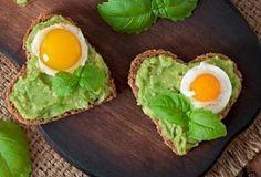 Valentýnský sendvič s avokádem Avocado Toast, Food Porn, Eggs, Breakfast, Instagram, Avocado, Fruit, Butler Pantry, Life