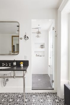Klassieke badkamer met mooie patroontegels | Inrichting-huis.com