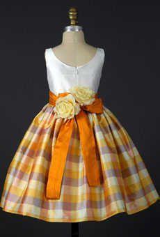 The Burgundy Bride: A Precious Plaid Flower Girl Dress: Check! Little Girl Dresses, Girls Dresses, Flower Girl Dresses, Trendy Dresses, Nice Dresses, Vintage Flower Girls, Vintage Floral, Outfits Damen, Kids Frocks