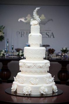 Kate Middleton Royal Wedding cake -my version. At the reception venue. Bolo no local do evento. Wedding Cakes With Cupcakes, White Wedding Cakes, Elegant Wedding Cakes, Wedding Cake Designs, Wedding Cake Toppers, Cupcake Cakes, Royal Wedding Cakes, White Cakes, Royal Weddings