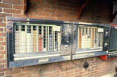 sigaretten automaat tegen een buitenmuur