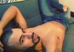 No te preocupes demasiado por lo que dicen de ti ni si quiera Dios ha logrado caerle bien a todo el mundo  #GoodNight #FelizNoche #Bogota #Colombia #Relax #Gay #Body #LifeStyle #GayFit #Man #Bear #Selfie #Sexy #Model #BeardedMan @beardedgays @thebeardedmancompany @beard.lifee by ivandarioagudelo