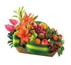 flower arrangement with fruit Ikebana Arrangements, Unique Flower Arrangements, Fruit Arrangements, Fruit Flower Basket, Flower Boxes, Fruit Box, Fruits Basket, Fruit Hampers, Fruit Centerpieces