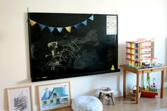 I love the chalkboard in this kids room. A nice change from an all chalkboard wall, kwim?  #organizedkids