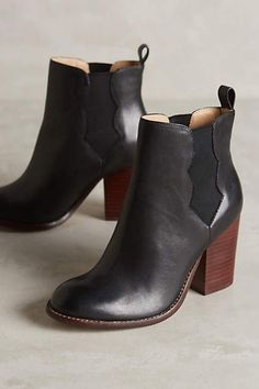 ugg factory outlet online,cheap ugg boots clearance,ugg outlet for you! Crazy Shoes, New Shoes, Me Too Shoes, Botas Chelsea, Chelsea Boots, Original Ugg Boots, Style Personnel, Boating Outfit, Cool Boots