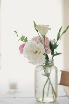 simple floral centerpieces  Photography by http://onelove-photo.com