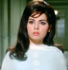 Mumtaz in Do Raaste Indian Film Actress, Old Actress, Beautiful Indian Actress, Actress Photos, Indian Actresses, Classic Actresses, Classic Beauty, Timeless Beauty, Bollywood Dress