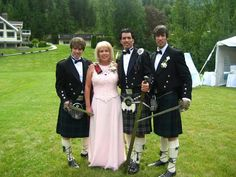 JD Scott with his twin brothers, Jonathan & Drew & their mom on Jonathan's first wedding day. Jonathan Scott, Scott Brothers, Twin Brothers, Man On Fire, Hgtv Designers, Great Scott, Identical Twins, Property Brothers, Man Alive