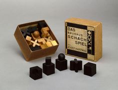 The packaging for Hartwig's chess set, designed by Joost Schmidt