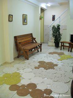 Tapete Bolas Fabíola Crochet Mat, Crochet Carpet, Crochet Home, Crochet Crafts, Diy Carpet, Beige Carpet, Rugs On Carpet, Tapetes Diy, Floor Rugs