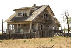 I like the one, wide dormer window. TSG Inc. Abandoned Farm Houses, Old Abandoned Buildings, Old Farm Houses, Old Buildings, Abandoned Places, Haunted Places, Old Mansions, Abandoned Mansions, House Template