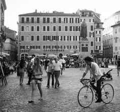 Piazza Campo de' Fiori, Roma - A great spot for an aperitivo (image c/an affair with Italy website)