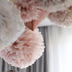 This beautiful dusty blush set includes: 16 handmade mixed sizes tissue paper pompoms - 6 large approx 14 (37cm) diameter 5 medium 10 (25-28cm) diameter 5 small 8 (22cm) diameter COLORS: dusty pink, mountain mist, ivory, champagne and golden reflections. * clear string for each pom