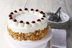 Tort Smântânel cu vișine și cremă de smântână vanilată, video No Cook Desserts, Vanilla Cake, Sweet Recipes, Biscuits, Caramel, Food And Drink, Sweets, Candy, Cooking