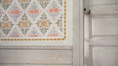 Old Swedish farmhouse interior, protected by Unesco. Interior at Gästgivars i … – toptrendpin. Swedish Farmhouse, Farmhouse Interior, Swedish Wallpaper, Scandinavian Art, Scandinavian Interiors, Stenciled Floor, Swedish Style, Cozy Cottage, Designer Wallpaper