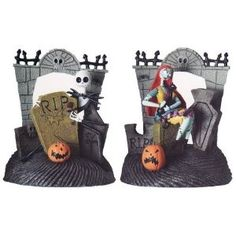 Tim Burton's The Nightmare Before Christmas Bookends! Nightmare Before Christmas Halloween, Fall Halloween, Christmas Love, Xmas, Halloween Decorations, Christmas Decorations, Disney Ornaments, Christmas Table Settings, Corpse Bride