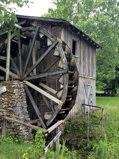 Morgan's Mill ~ This old grist mill is located about 8 miles east of Hardy (Sharp County) on Hwy. 62. On Feb. 8, 1864 it was the site of the Battle of Martin's Creek, a 12-mile running battle that ranged from  Morgan's Mill on the Spring River up & across Martin's Creek along the old Indian trail that ran from Memphis to Springfield.  A re-enactment is held in Hardy's Loberg Park, where authentic artillery, weapons, uniforms, & other Civil War memorabilia can be seen.