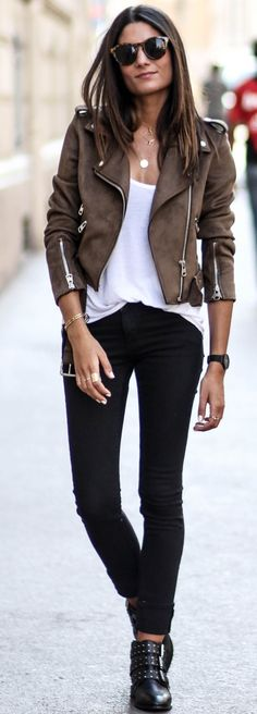 60 Trending Fall Street Style Outfit Ideas To Upgrade Your Wardrobe Suede Biker Jacket + White Tee + Black Jeans Fashion Mode, Look Fashion, Trendy Fashion, Winter Fashion, Womens Fashion, Street Fashion, Trendy Style, Fashion Black, Gif Fashion