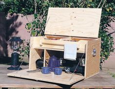 When you're camping out, take a leaf from cowboys on the range with this do-it-yourself camp kitchen for food and gear.