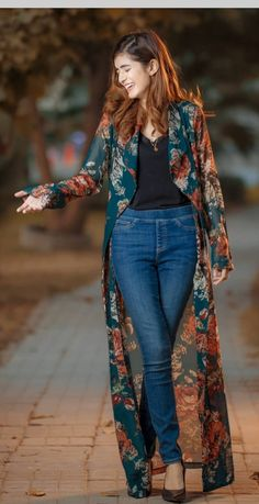 Womens fashion outfits casual jeans black tops New ideas Indian Fashion Dresses, Indian Designer Outfits, Hijab Fashion, Designer Dresses, Fashion Outfits, Kimono Fashion, Jeans Fashion, Fashion Clothes, Mode Outfits