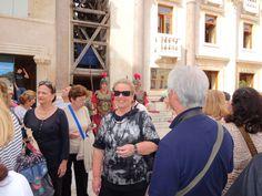 Algumas pessoas do grupo e a guarda em frente ao Palácio-Split -Croácia