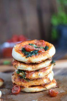 Pizza mit Spinat und Käserand: Pizzafreitag