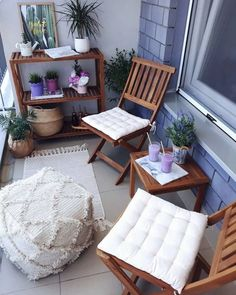 71 Apartment style balcony decorating ideas for your home balcony balconyideas balconydecor Condo Balcony, Small Balcony Decor, Small Balcony Garden, Small Balcony Design, Apartment Balcony Decorating, Apartment Balconies, Terrace Design, Apartment Deck, Balcony Ideas