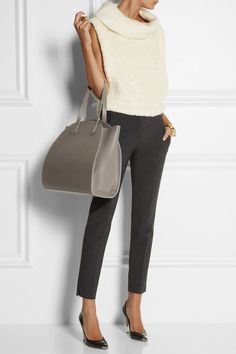 Maiyet top and ring, Chloé cuff, Maison Martin Margiela ring and ring, Theory pants, Gianvito Rossi shoes. for traditional woman Office Fashion, Work Fashion, Fashion Outfits, Womens Fashion, Fashion Tag, Look Office, Office Looks, Business Casual Outfits, Stylish Outfits