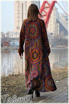 Купить или заказать Вязаное пальто 'Super Kaleidoscope' в интернет-магазине на Ярмарке Мастеров. Эта модель порадует истинных ценителей ручного вязания. Пальто выполнено из Швейцарской и Итальянской пряжи, в состав которой входит супер кид-мохер на натуральном шелке.