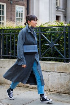 The Street Style in London Will Make You Forget All About NYFW Hipster Grunge, Grunge Goth, Mode Outfits, Jean Outfits, Fashion Outfits, Womens Fashion, Fashion Tips, Fashion Trends, Fashion Bloggers